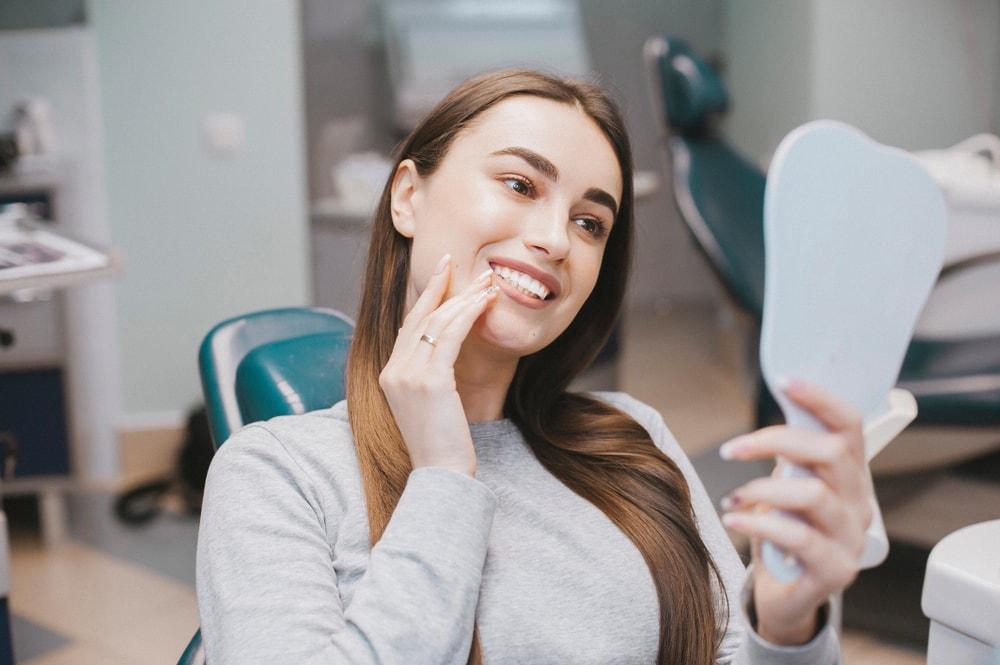 Le blanchiment des dents professionnel offre des résultats satisfaisants